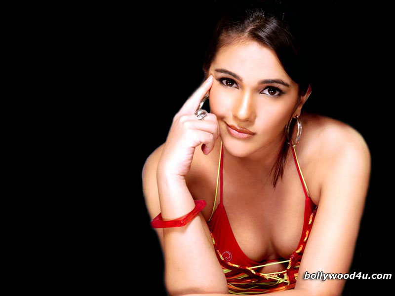 Tara Sharma - Wallpaper Gallery